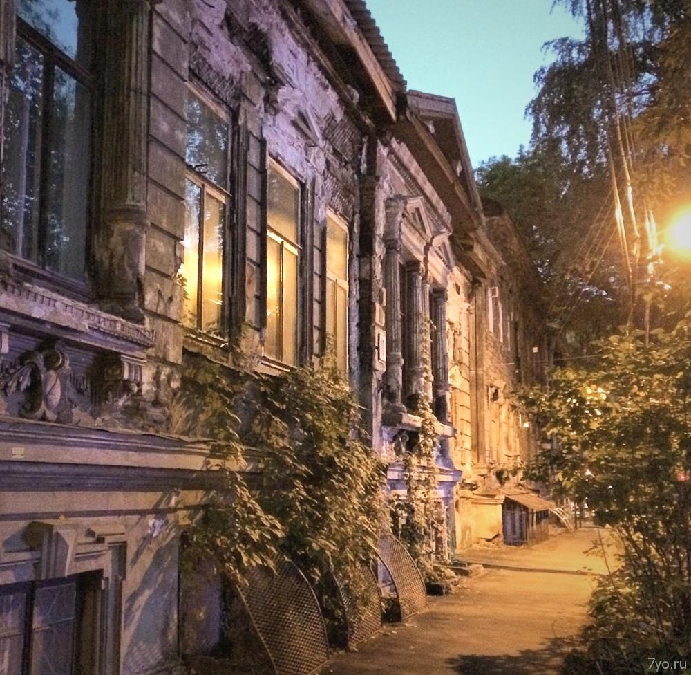 Один из домов усадьбы купца первой гильдии Михаила Николаевича Щёлокова. Нижний Новгород, улица Студёная, дом 10